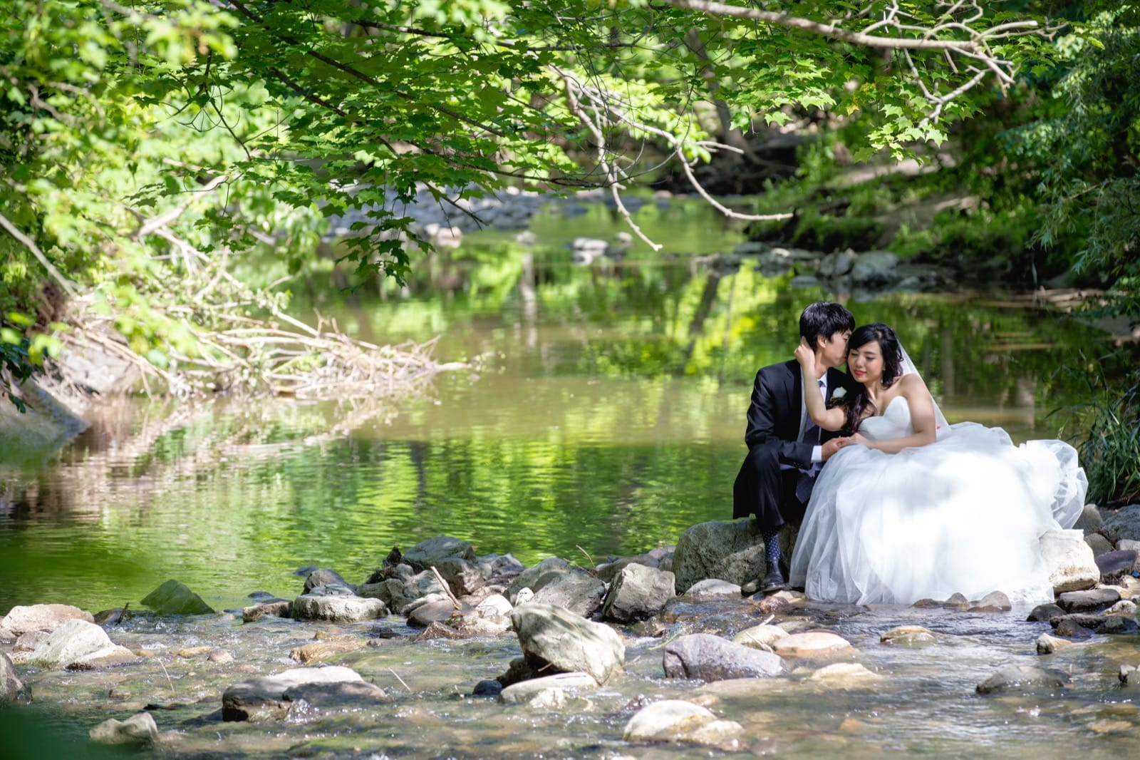 Beautiful wedding at Edwards Gardens, Toronto