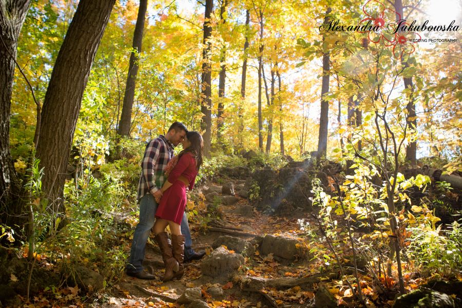 Engagement session at Rattlesnake Point Conservation Area, Milton